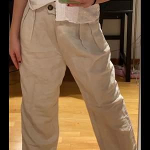 Sjukt coola byxor köpt på hm. Säljs då de inte kommer till användning längre. Använda ett fåtal gånger.