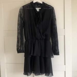 Superfin klänning från zara. Aldrig använd prislapp kvar.
