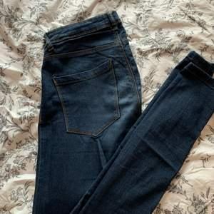 Fina jeans i bra skick, strl 32 men passar över 34!
