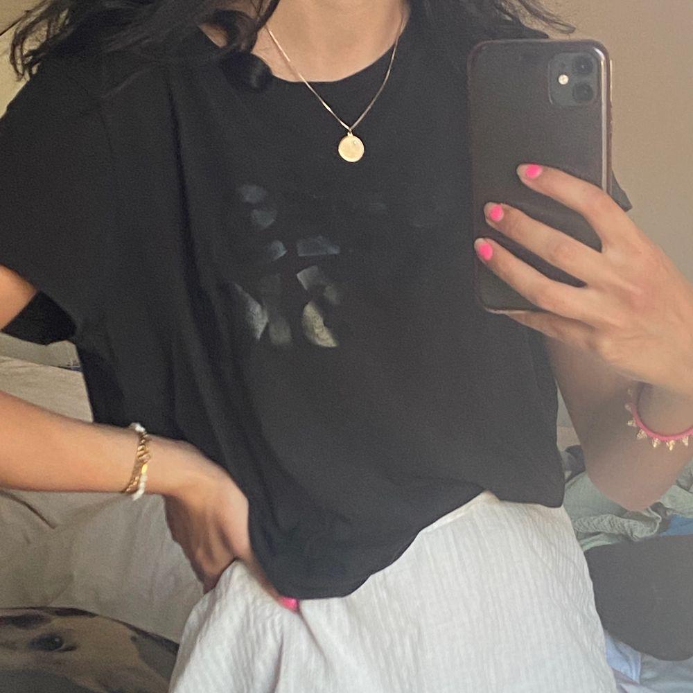 Tshirt med tryck, från H&M. T-shirts.