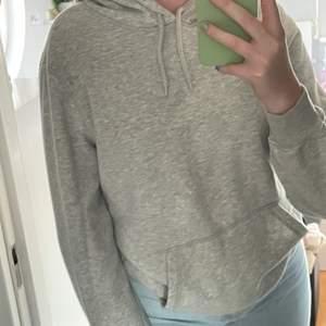 Superfin grå hoodie från herravdelningen på HM i storlek S❤️ köparen står för frakten