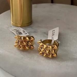 ❌SÖKER❌ denna ring från Edblad! Skriv om ni kan tänka er sälja eran och hur mycket ni vill att jag ska betala!! KAN BETALA BRA❤️❤️❤️