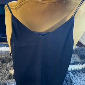 Ett silkes linne i storlek s från Lindex. Aldrig använt linnet så den är i bra skick.