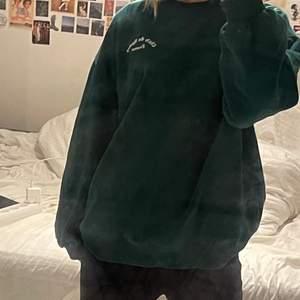 snygg sweatshirt från hm som tyvärr inte kommer till användning❤️