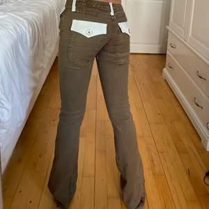 lågmidjade jeans från Richmond Denim, helt nya med tags kvar! nypris på runt 2000kr. midja 71cm & innerben 88cm