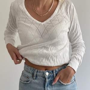 Jättefin och skön (!!) tröja som passar till det mesta! Är storlek L men tycker den är ganska liten.
