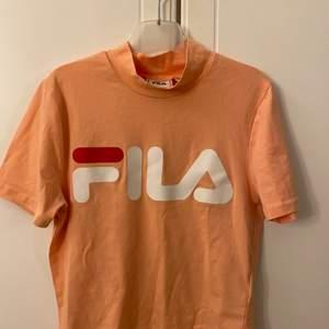 En coral fila tröja i storlek xs, använd 1 gång. 70 kr
