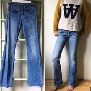Jeans använda men okej skick. Finns mer info om du har frågor.