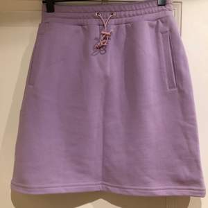 Lilac mini skirt in sweat fabric. Has a right fit so small 36. Very street style. In very good shape. Never worn because too small for me. Sebnem Gunay is a Belgian/Turkish designer. Gigi Hadid is a fan!