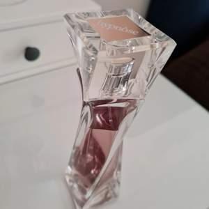 Hypnose parfym 75ml , kvar 65ml i flaskan, luktar så gott. Nypris är 600 -700 kr.