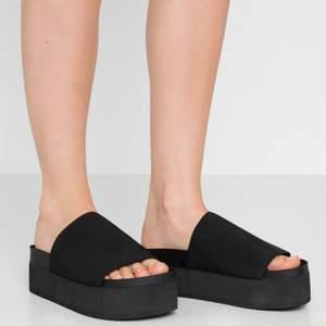 Nya sandaler med klack från Monki i bra skick, använda 1 gång. Sista bilden är min🌸🌈💕 frakt tillkommer
