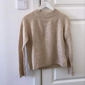 Jätte fin stickad tröja i storlek S. Endast testat så fint och felfritt skick!