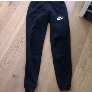 Svarta Nike mjukisar super snygga och bekväma