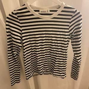 En jättefin tröja från weekday som blivit förliten för mig tyvärr.