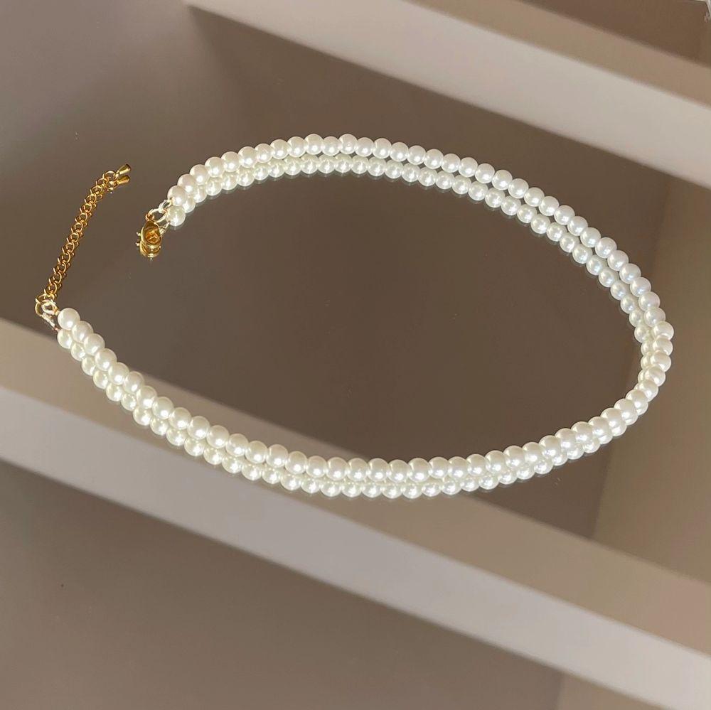 Vi är ett UF-företag som tillverkar handgjorda smycken av pärlor utefter kundens önskemål. Vi har ett begränsat antal pärlor av alla färger så först till kvarn! 🤎                                                      Pärlhalsband 149kr!!                                                                       Pärlarmband 59kr!!                                                                      Designa ditt egna smycke!                                                         ‼️SMYCKENA OVAN ÄR ENDAST FÖRSLAG PÅ DESIGN‼️. Accessoarer.