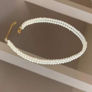 Vi är ett UF-företag som tillverkar handgjorda smycken av pärlor utefter kundens önskemål. Vi har ett begränsat antal pärlor av alla färger så först till kvarn! 🤎                                                      Pärlhalsband 149kr!!                                                                       Pärlarmband 59kr!!                                                                      Designa ditt egna smycke!                                                         ‼️SMYCKENA OVAN ÄR ENDAST FÖRSLAG PÅ DESIGN‼️