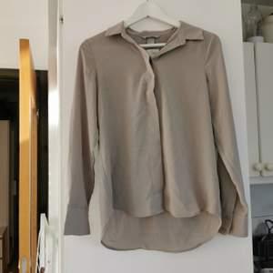 Oanvänd fin beige skjorta/blus från hm, strl 34, frakt ingår i priset 🌺