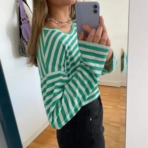 Grönvit randig tröja från asos, köpt för längesen men inte använd så mycket ändå 💚