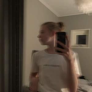 En jätte fin t-shirt från Cubus !! Storlek: S är väldigt fin kostar 35kr ingen frakt såklart ❤️❤️