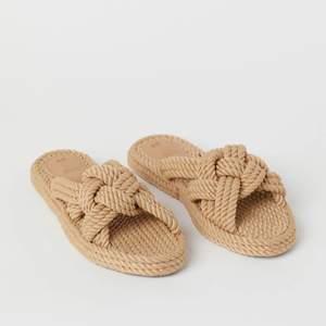 Superfina slip in sandaler från H&M. Första bilden är från H&Ms sida och andra är som jag tagit. Använd ett fåtal gånger 💘 storlek 39