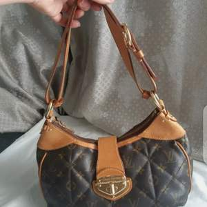 Louis vuitton bag quilted city pm shoulder louis vuitton city bag   Louis Vuitton City PM shoulder bag  Good condition  Measurements: Length (from bottom to top) 24 Cm,  Width (from right end to left end): 33 Cm  Note: Stylish stains inside the bag (photo 3)  - Discreet signs of use on the corners and the shoulder strap, photos 10, 11 and 12