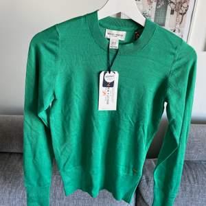 Superfin ny grön tröja. Xs-S 💚 •Helt ny tröja med lapparna kvar. Mjuk och härlig material •Superfin grön färg •Storlek Xs •Köpte för 300 kr, säljer för 149 kr 🚫Djurfritt och rökfritt hem 📍Kan mötes upp i Mölnlycke 📬Kan skickas mot fraktkostnad