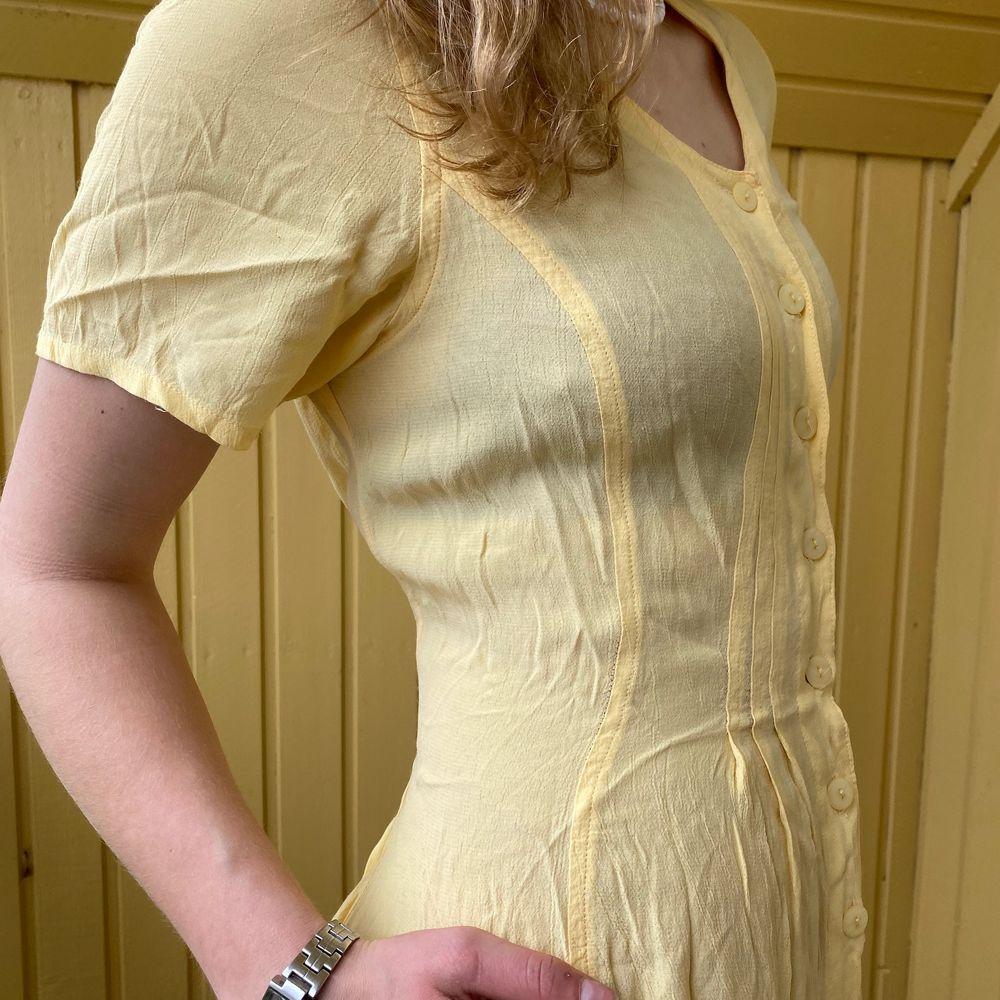 Vintage yellow dress . Klänningar.