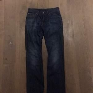 Jeans från Tommy Hilfiger, äkta vara. I fint skick (använda några få gånger). Kan skickas eller mötas i Stockholm.