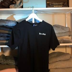 Snygg svart T-shirt från HM