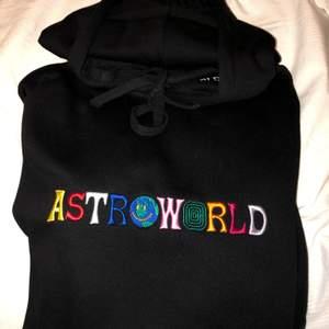 En äkta astroworld hoodie i storlek L.  Nytt skick.