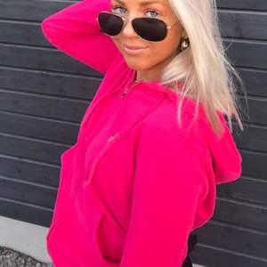 Säljer en rosa tjocktröja från Raulp lauren i storlek S💗