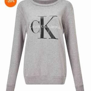 Grå Calvin Klein tröja i strl XS, men passar S även. Kan visa mer bilder om det behövs. Fint skick! Nypriset är ca 1000💕