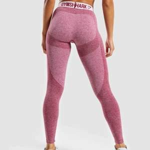 SÖKER! Jag söker dessa tights från gymshark i storlek XS-S, snälla skriv till mig om ni har ett par ni kan tänka er att sälja 🌸