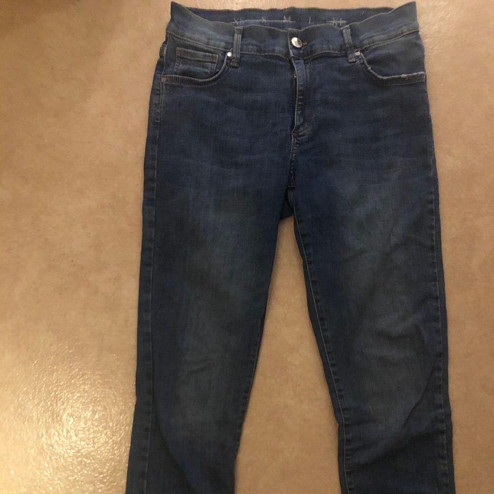 Superfina sköna och högmidjade bikbok jeans endast testade säljs då de ej passar mej bara att skriva om du undrar nått, frakt tillkommer🥰. Jeans & Byxor.