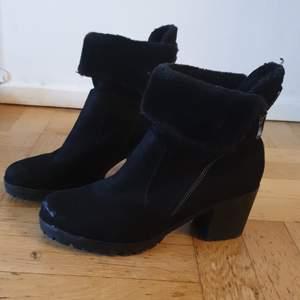 snygga sköna vinter skor med klack. Pris 160kr köparen står för frakt!
