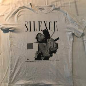 Size 2 (equivalent to size M), great condition, bought in Paris