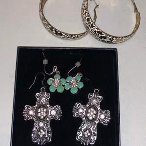 Tre par jättefina örhängen, kan köpas tillsammans eller för sig, skriv privat så hittar vi på något bra pris 💗 OBS korsen och de runda är sålda!