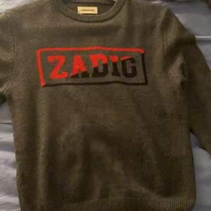 Säljer ni min fina zadig tröja! Nästa helt ny då jag knappt andvänt den! Köpte den i september! Kan även tänka mig byta mot någon annan zadig tröja!