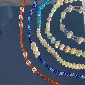 Smycken gjorda på gammalt material för att minska miljöpåverkan vid produktion av smycken. 20% av vinsten går även till organisationen Rädda Barnen. Gå in på @repearl_uf på instagram för att hitta bland annat dessa smycken🤩✨💍