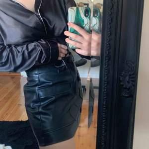 Skinnkjol från Zara