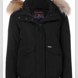 Säljer min fina woolrich jacka som knappt är använd i storlek S/M.