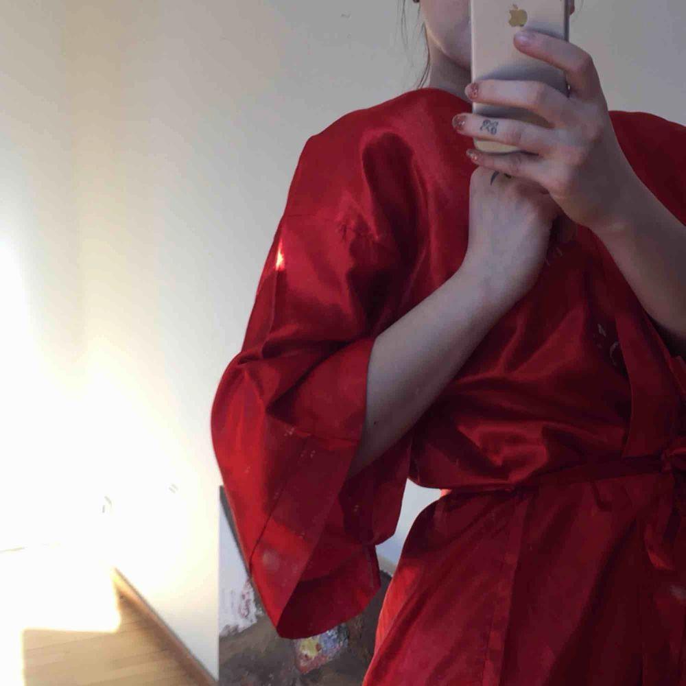 Beauty Kimono 👘 . Klänningar.