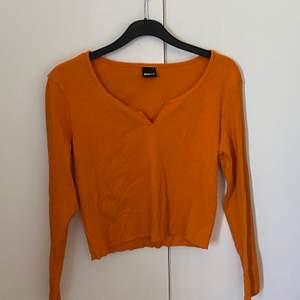 Jättefin orange tröja från Gina i storlek M. Använd endast ett fåtal gånger. Fynda!! Frakt tillkommer på ca 30 kr