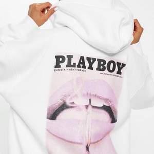 säljer min fina hoodie från missguided x playboy! ❣️ den sitter perfekt oversized på mig som brukar ha s 🌸 skriv gärna för fler bilder. BUDA I KOMMENTARERNA 🥰 bud startar på 300