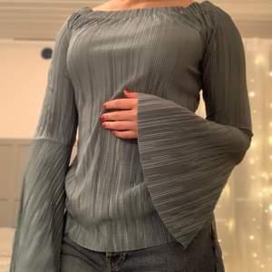 Super fin tröja från NAKD med utsvängda ärmar, 100% polyester! 60kr eller bud
