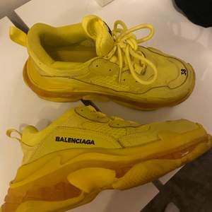 Fake Balenciaga helt oanvända. Testar dessa 2 gånger men de är för stora tyvärr.