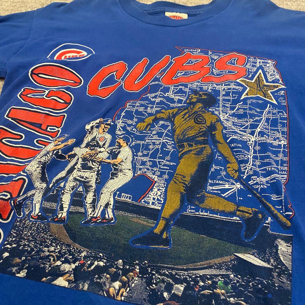 Köpt second hand. Är en storlek L men skulle säga det är en M.🥰. T-shirts.