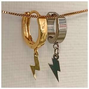 Blixtörhängen för 110kr/par, frakten är inkluderad! ⚡️🙏🏼 Bara några veckor kvar till jul nu så passa på att köpa smycken som en present till era nära och kära, eller varför inte till dig själv! Säljs som antingen ett guldigt par, ett silvrigt par eller mixat 🙌🏼
