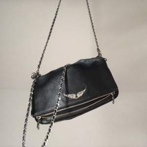 Intressekoll på min Zadigväska i modellen rock bag, jättefint skick! Dustbag tillkommer🖤