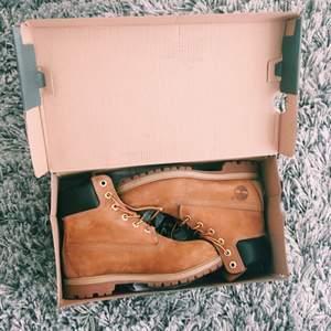 säljer mina helt nya timberland skor pga för små för mig. använd cirka 2 gånger så dem är i bra skick  ~ pris kan diskuteras   skriv för fler bilder